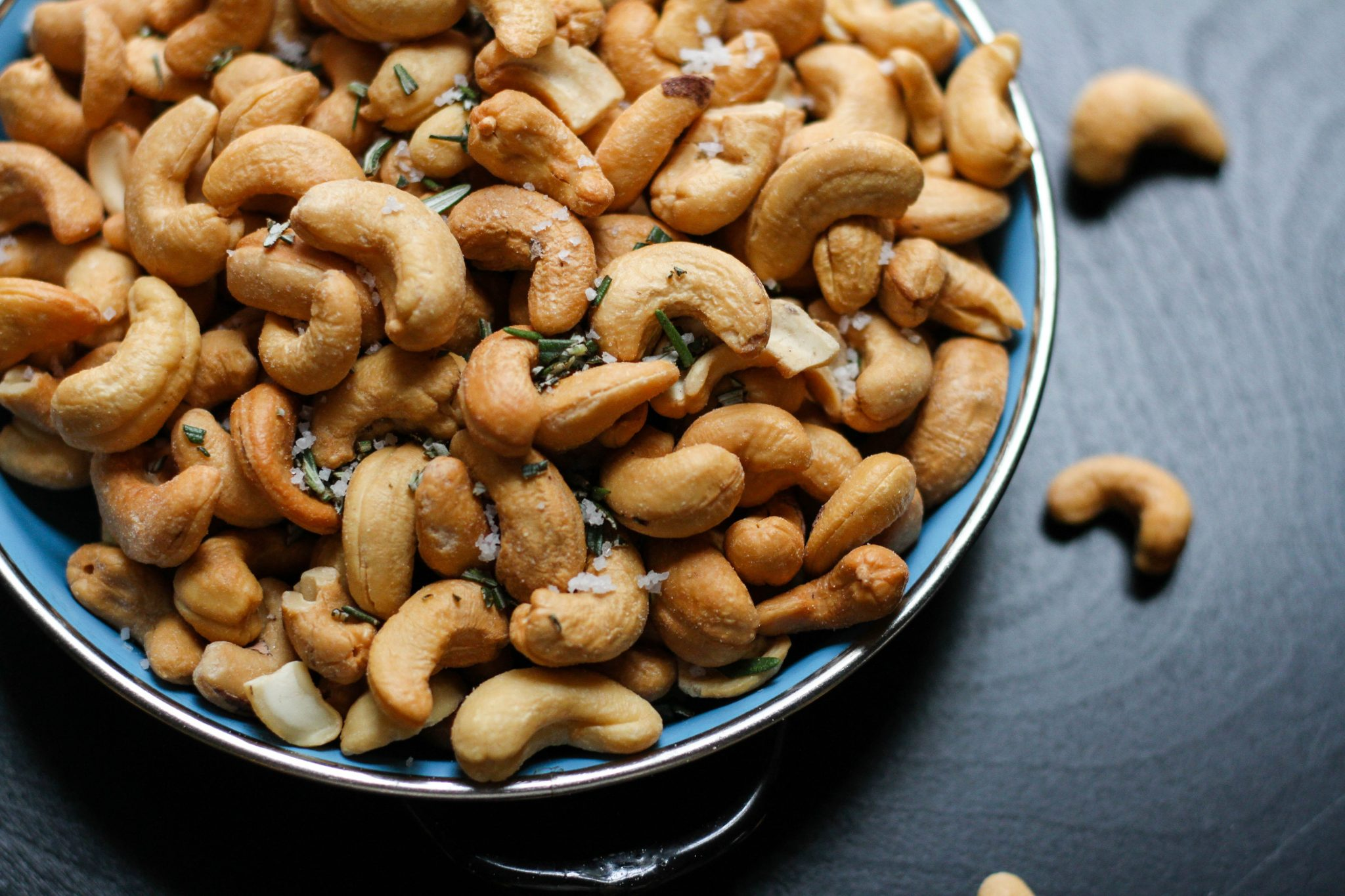 Cashews are a good source of iron for heart health