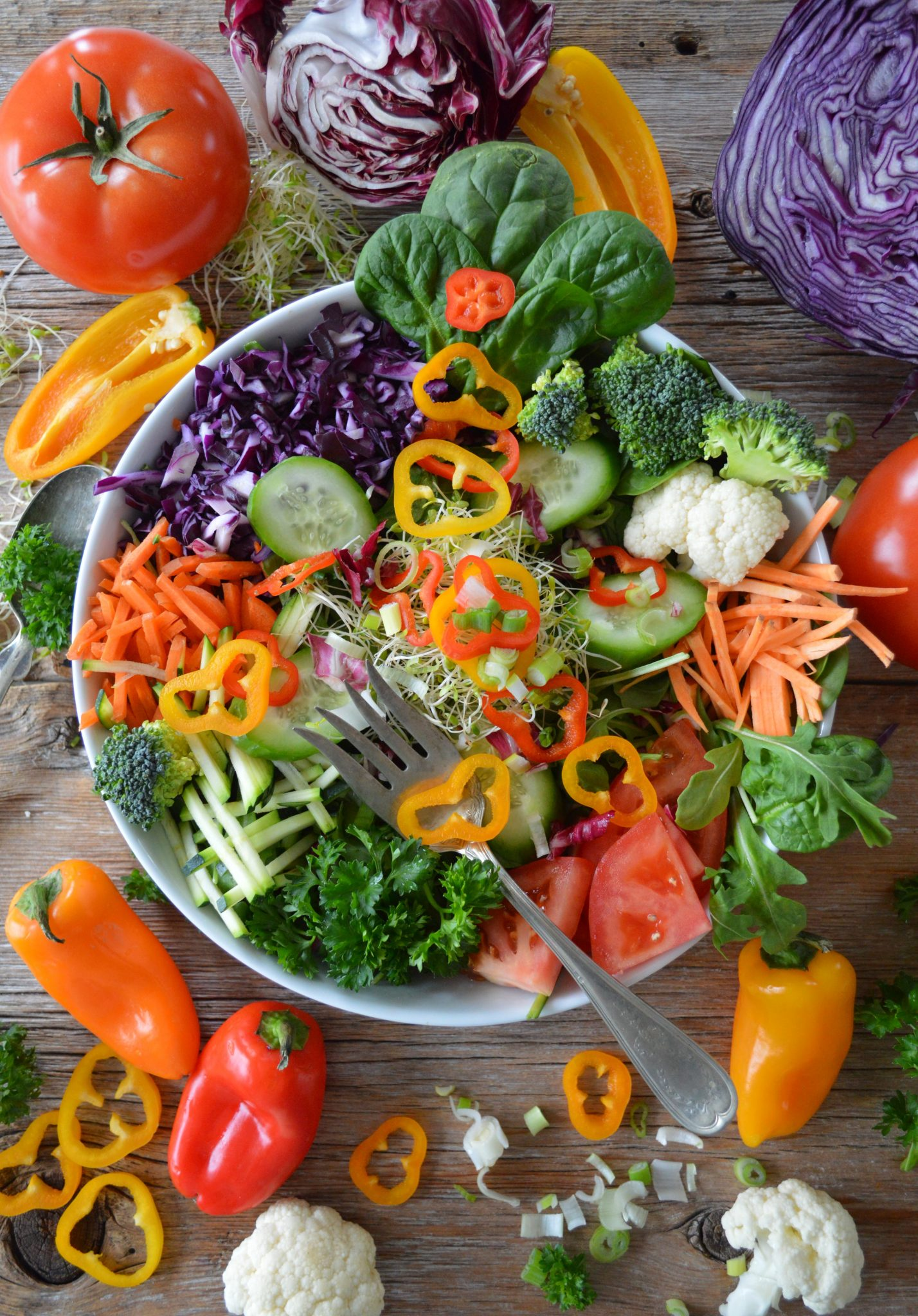 A colorful salad in a bowl